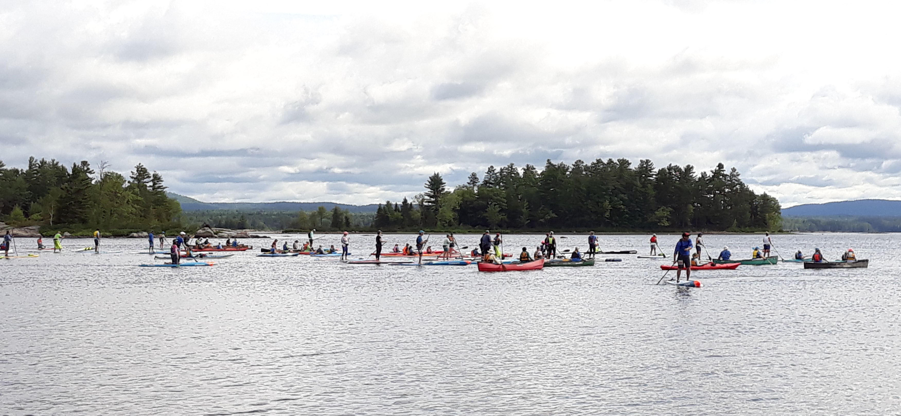 Photo of mass start of the 13 km race off Petawawa Point on the Ottawa River