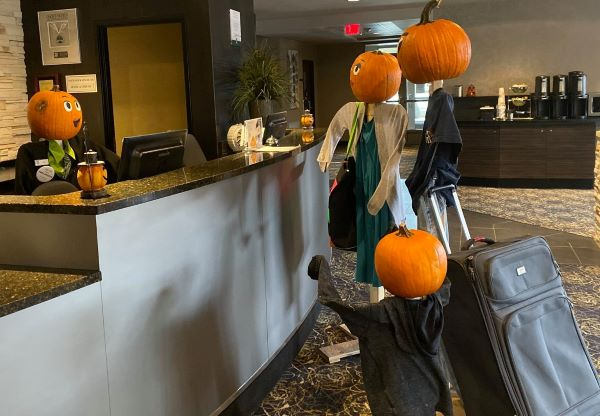 Image of pumpkin folk checking in at the Quality Inn