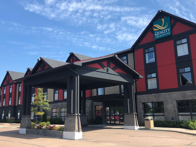 An exterior photo of the Petawawa Quality Inn and Suites, burgundy, black and beige