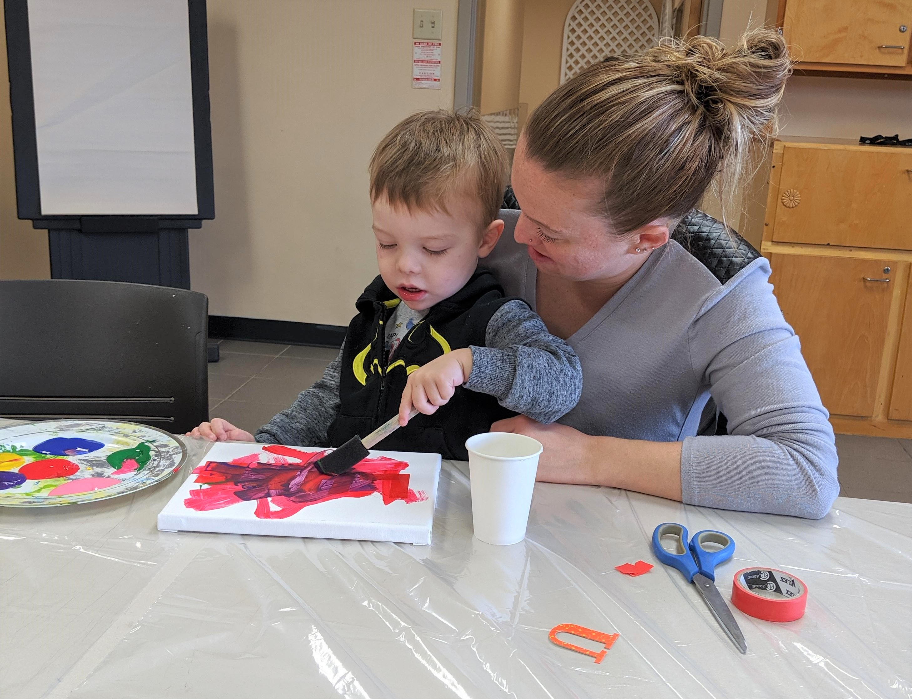 Image of parent & tot in a painting class