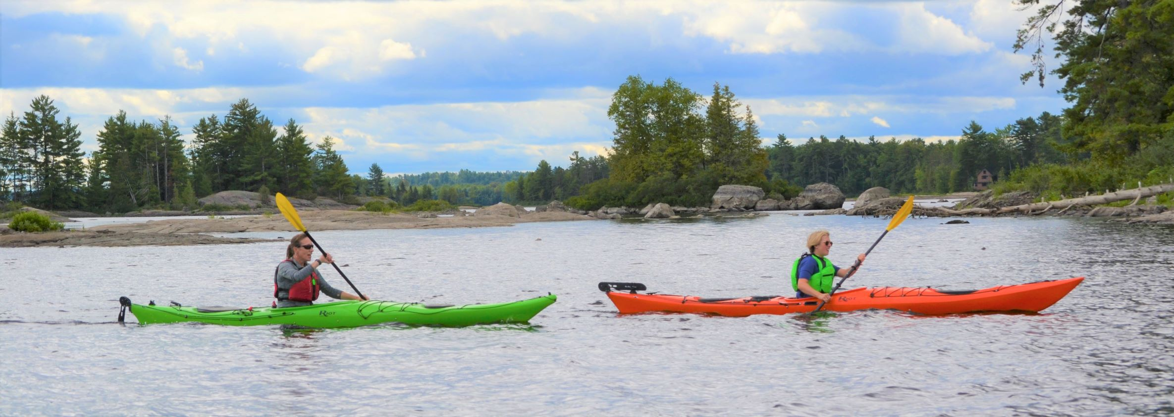 Image of 2 kayakers on the Ottawa River
